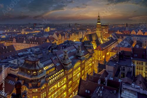 fototapeta na ścianę Wrocław Rynek - wieczorowy widok na rynek miejski oraz przepiękne niebo po zachodzie słońca