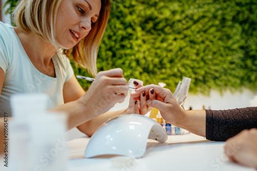 Plexiglas Manicure Manicure Process