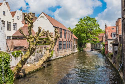 Fotobehang Brugge Boats full of tourist enjoying Bruges
