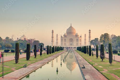 Foto Murales Taj Mahal at the sunrise, Arga, India