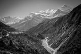 montañas y valles del himalaya