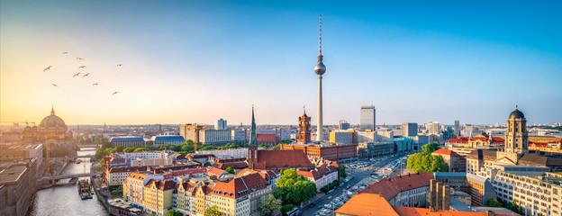 Berlin Skyline mit Nikolaiviertel, Berliner Dom und Fernsehturm