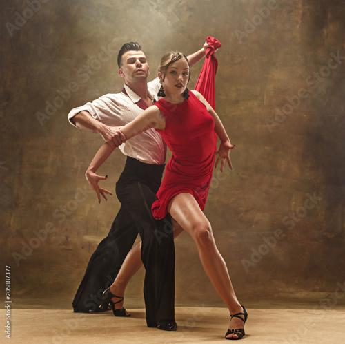 Leinwanddruck Bild Flexible young modern dance couple posing in studio.