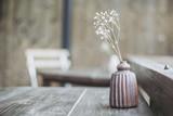 陶器で作られた花瓶 - 205999916