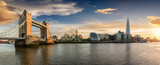 Linia horyzontu Londynu o zachodzie słońca: od Tower Bridge do London Bridge