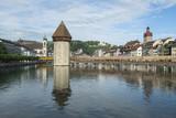 Kapellbrücke mit Turm in Luzern, Schweiz