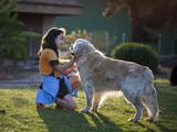 Niña con su perro - 206089123