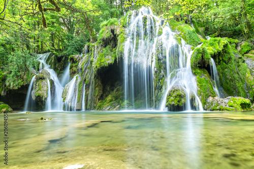Kaskada wodospadów, Les Planches-pres-Arbois. Francja