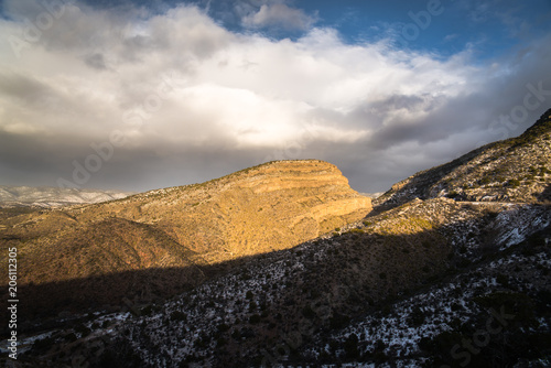Fotobehang Grijze traf. Landscape view near Cloudcroft, New Mexico during sunset with spots of snow.