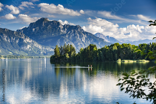 Leinwanddruck Bild Deutschland, Allgäu, Forggensee, Panorama mit 2 Standup Paddlern
