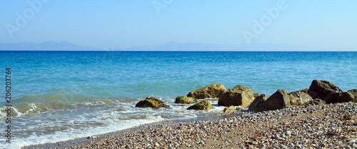 Foto Murales Sea waves crashing against the rocks.