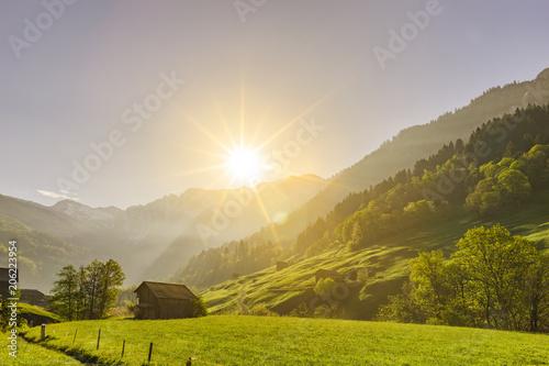 Fotobehang Zonsopgang Sonnenaufgang in den Bergen