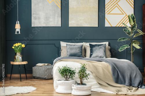 Leinwanddruck Bild Big bed in bedroom interior