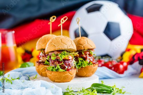 Leinwanddruck Bild Weltmeister Burger brot in Ball form