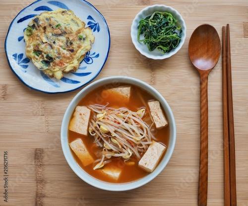 한국의 음식 콩나물 김치국