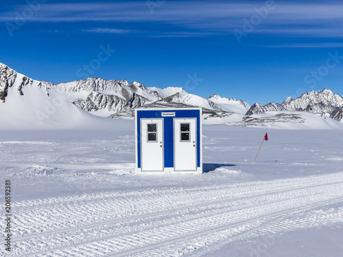 Fotobehang Antarctica Phone box at the Union Glacier base in the ellesowrth Mountains Antarctica