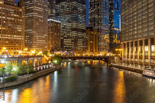 Aluminium Chicago Chicago evening downtown skyline