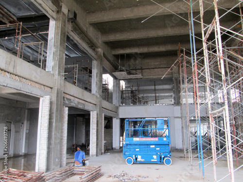 Fotobehang Gebouw in Puin Concrete structure beam, column and slab at the construction slab. Fabricated using conventional timber form work method by workers.