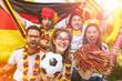 Leinwanddruck Bild - Deutsche Fussball Fans im Weltmeisterschaft Fieber
