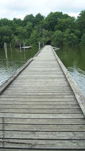 Canvas Pier camino sobre el verde agua