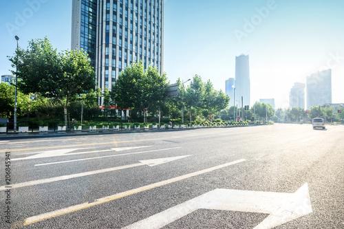Aluminium Lichtblauw asphalt road in morden city