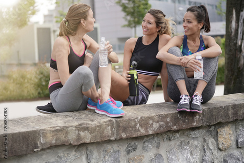 Foto Murales Group of athletic girls talking together after running