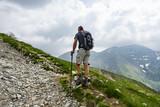 Trekking nelle alpi - 206880574