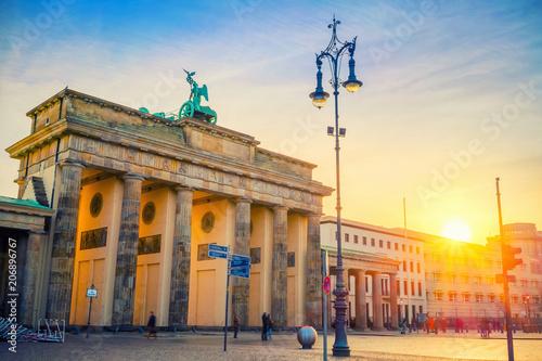Fotobehang Berlijn Brandenburg gate at dusk, Berlin