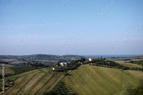 Canvas Blauwe hemel Marche,campagna,panorama,colline,mare Adriatico,Italia