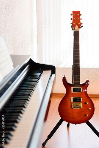 Piano y guitarra eléctrica - 206916737