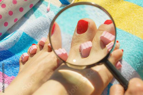 Fotobehang Pedicure Woman magnifying pedicure