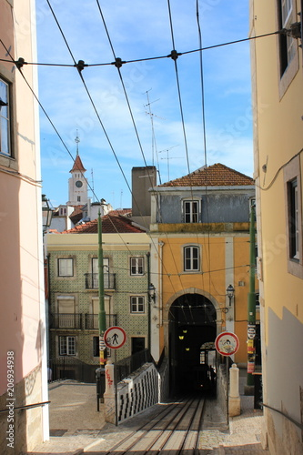 Up Lisbon's Hills © Lindsey