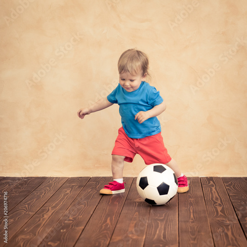 Aluminium Voetbal Child is pretending to be a soccer player