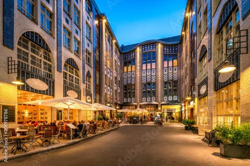 Leinwanddruck Bild Hackesche Höfe in Berlin