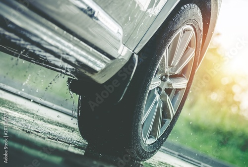 Car Driving in the Rain - 207016737