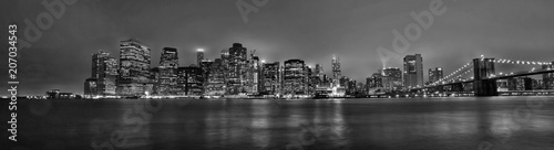 New York skyline Manhattan di sera in bianco e nero © Gianfranco Bella