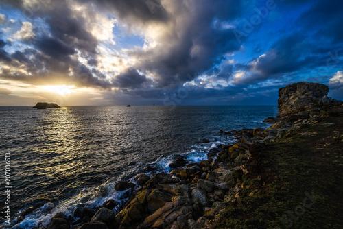 Fotobehang Zwart Coucher de soleil en mer d'Iroise