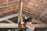 Fuite d'eau pendant l'orage et remplacement d'une tuile cassé  - 207050551