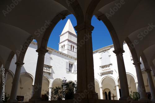 cloitre du monastère de piran, slovénie,