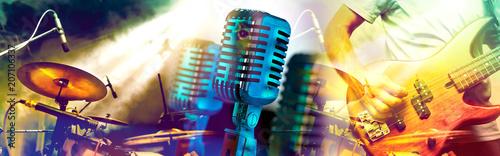 Diseño de música y conciertos.Entretenimiento y festival de música.Batería y guitarra en el escenario.Microfono vintage. - 207106337
