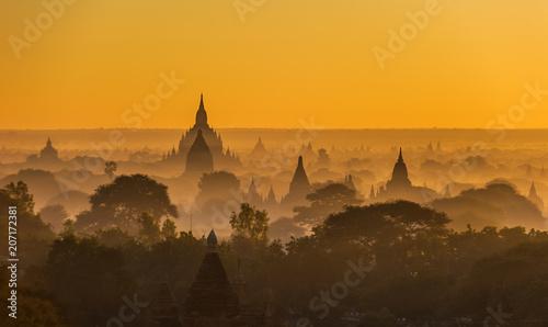 Canvas Honing Sunrise over ancient Bagan, Myanmar