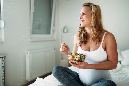 Portrait of pregnant woman eating healthy food - 207248190