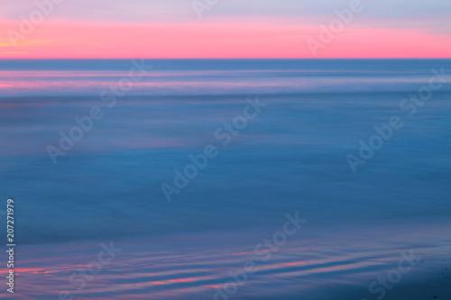 Fotobehang Noordzee Blaues Meer beim Sonnenuntergang