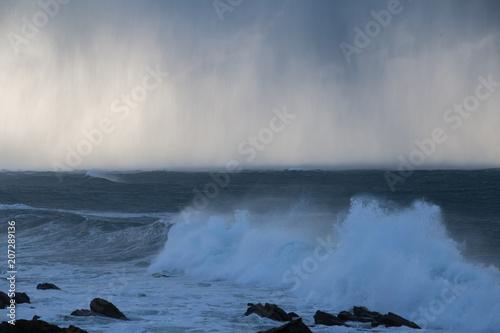 tempête et averse de grêle sur la bretagne - 207289136