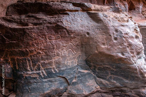 Fotobehang Kameel Nabatean and Thamudic inscriptions on rock in Wadi Rum desert