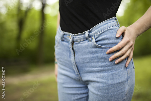 Kobieta w dżinsach