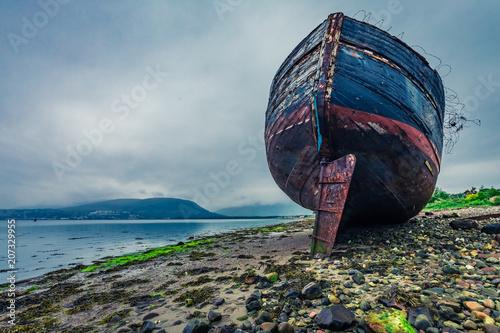 Fotobehang Schipbreuk Abandoned ship wreck in Fort William in cloudy day, Scotland