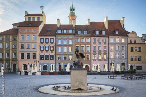 Zdjęcia na płótnie, fototapety na wymiar, obrazy na ścianę : Mermaid statue Syrenka of Warsaw Old Town Market Square