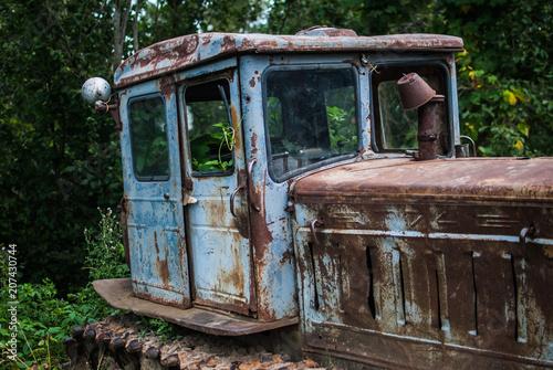 Fotobehang Trekker Old abandoned rusty tractor in the Carpathian mountains, Ukraine