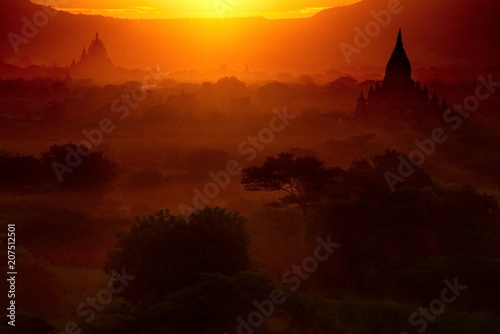 Aluminium Rood paars Myanmar. Sunsets in the Kingdom of Bagan